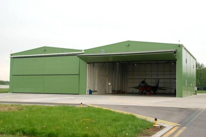 Nowe hangary. Litwa 20.05.2012r.