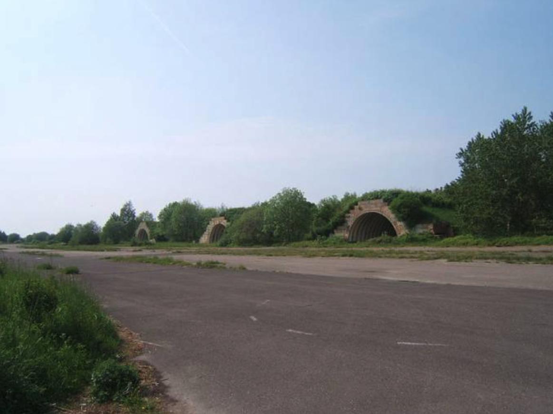 Bagicz. Schronohangary. 2006 rok. Zdjęcie LAC