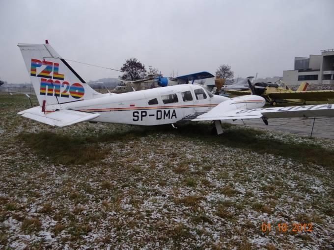 M-20 SP-DMA. Dobrze widoczna prawa burta z drzwiami wejściowymi dla pilota ( pilotów ). 2012r.
