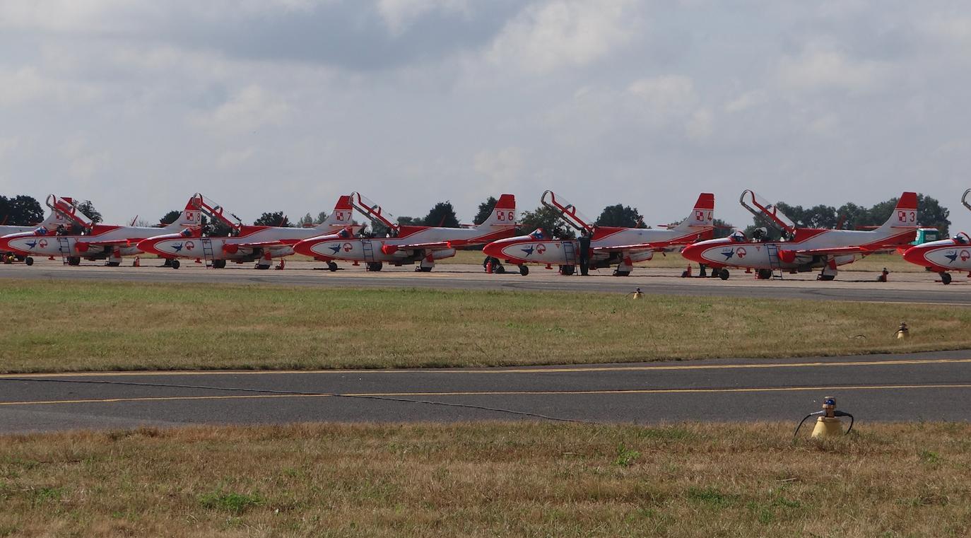 Biało-Czerwone Iskry Air Show 2013 rok. Zdjęcie Karol Placha Hetman