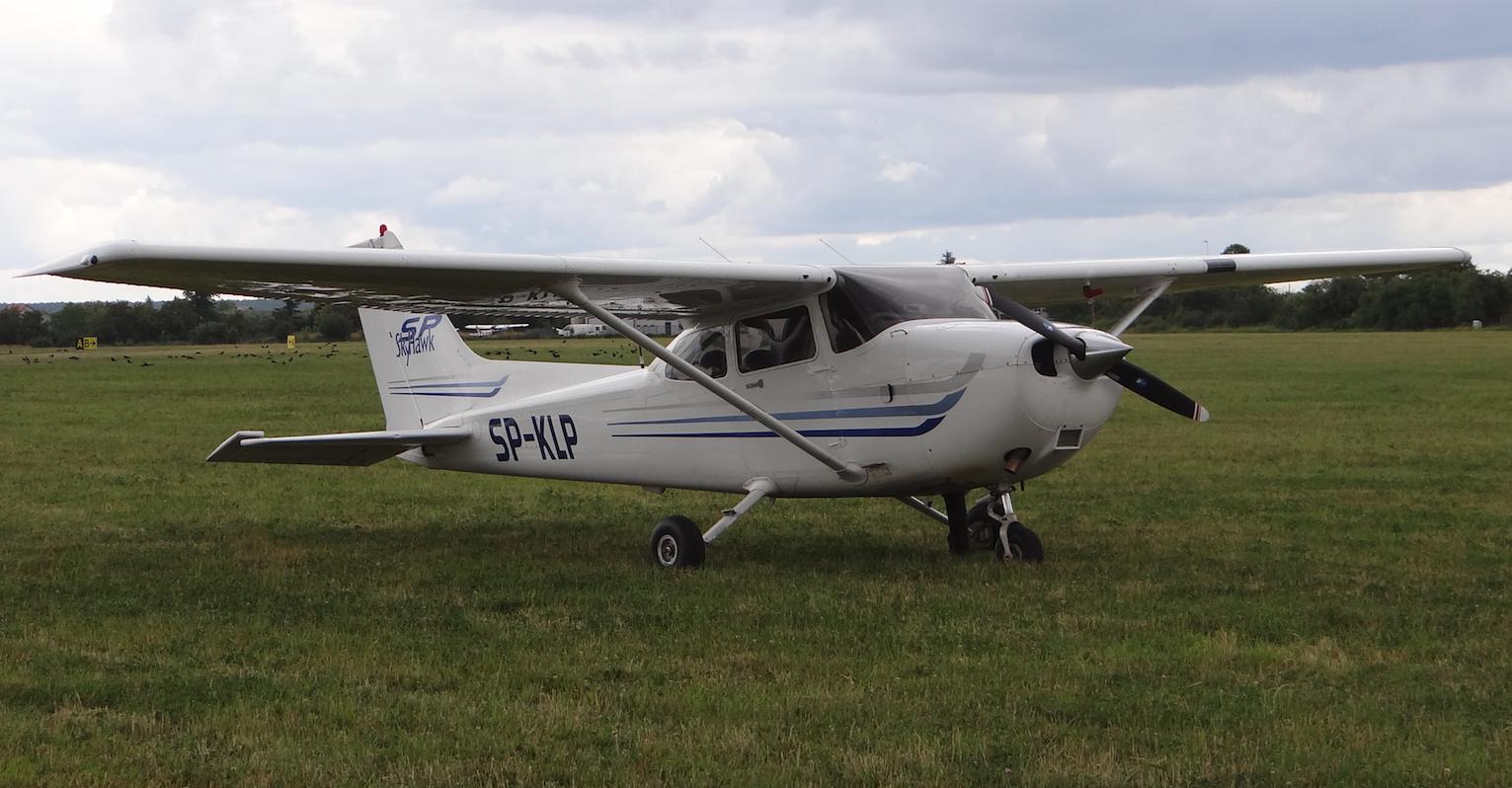 Lotnisko Piotrków Trybunalski. Cessna 172 S na polu wzlotów. 2018 rok. Zdjęcie Karol Placha Hetman