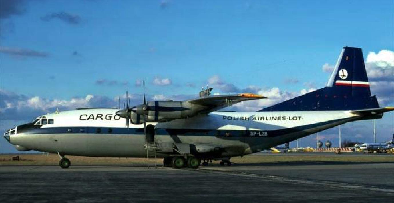 An-12 SP-LZB. 1986 rok. Zdjęcie LAC