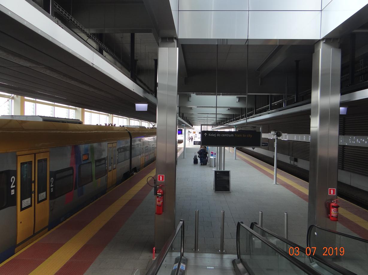 Stacja kolejowa Lotnisko. 2019 rok. Zdjęcie Karol Placha Hetman