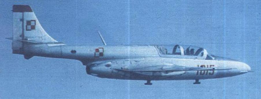 TS-11 bis C nr 1H 10-15 w locie. 1980 rok. Zdjęcie WAF