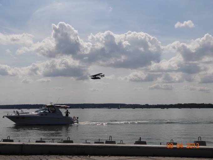 Łódź latająca Sikorsky S-38 nad Jeziorem Niegocin. 2012r.