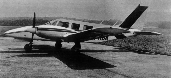 PA-34 Seneca II rejestracja SP-NBA. Samolot wykorzystywany także jako wzorzec do produkcji seryjnej. Mielec 1979r.