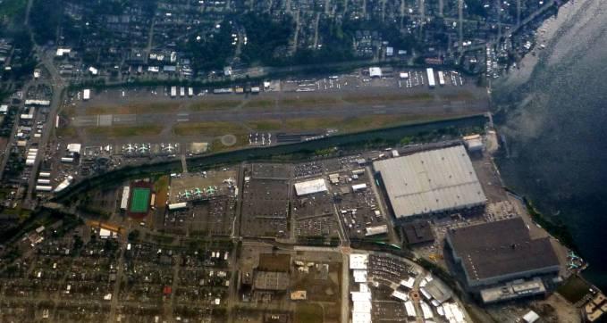 Zakłady Boeing w Renton. Widać kilka zielonych samolotów. To właśnie Boeing 737. 2011r.