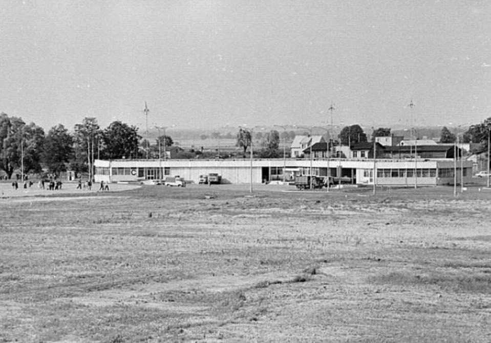 Pierwsze obiekty Lotniska Rębiechowo. 1974 rok. Zdjęcie LAC