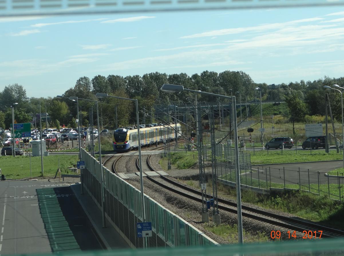 Pociąg ETZ wyjechał ze stacji Kraków Lotnisko. 2017 rok. Zdjęcie Karol Placha Hetman