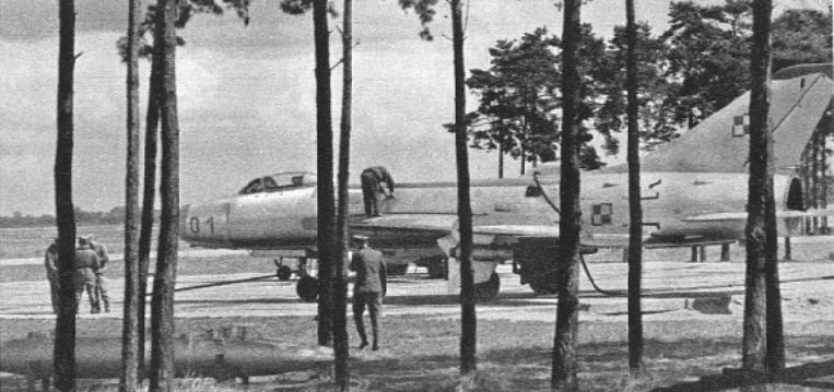 Su-7 BM nb 01 nr 5301 (114010) w Bydgoszczy w 1965 roku. Zdjęcie LAC