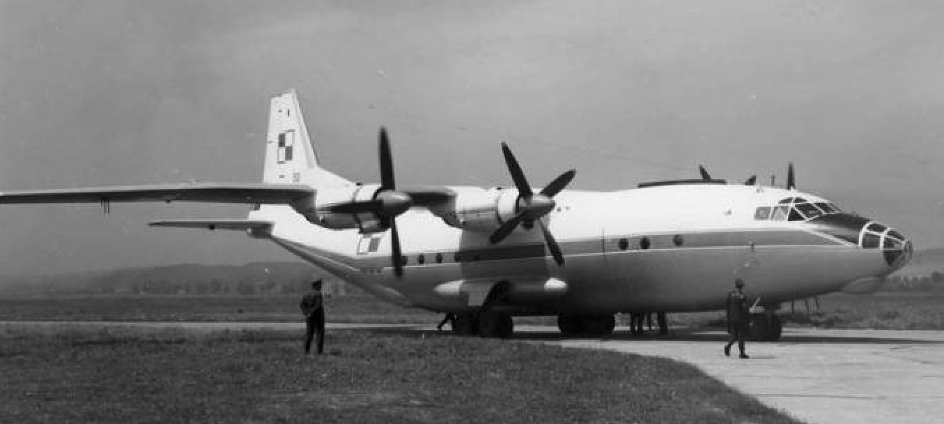 Polski Antonow An-12 nr 6344307 nb 50. Balice 1966 rok. Zdjęcie LAC