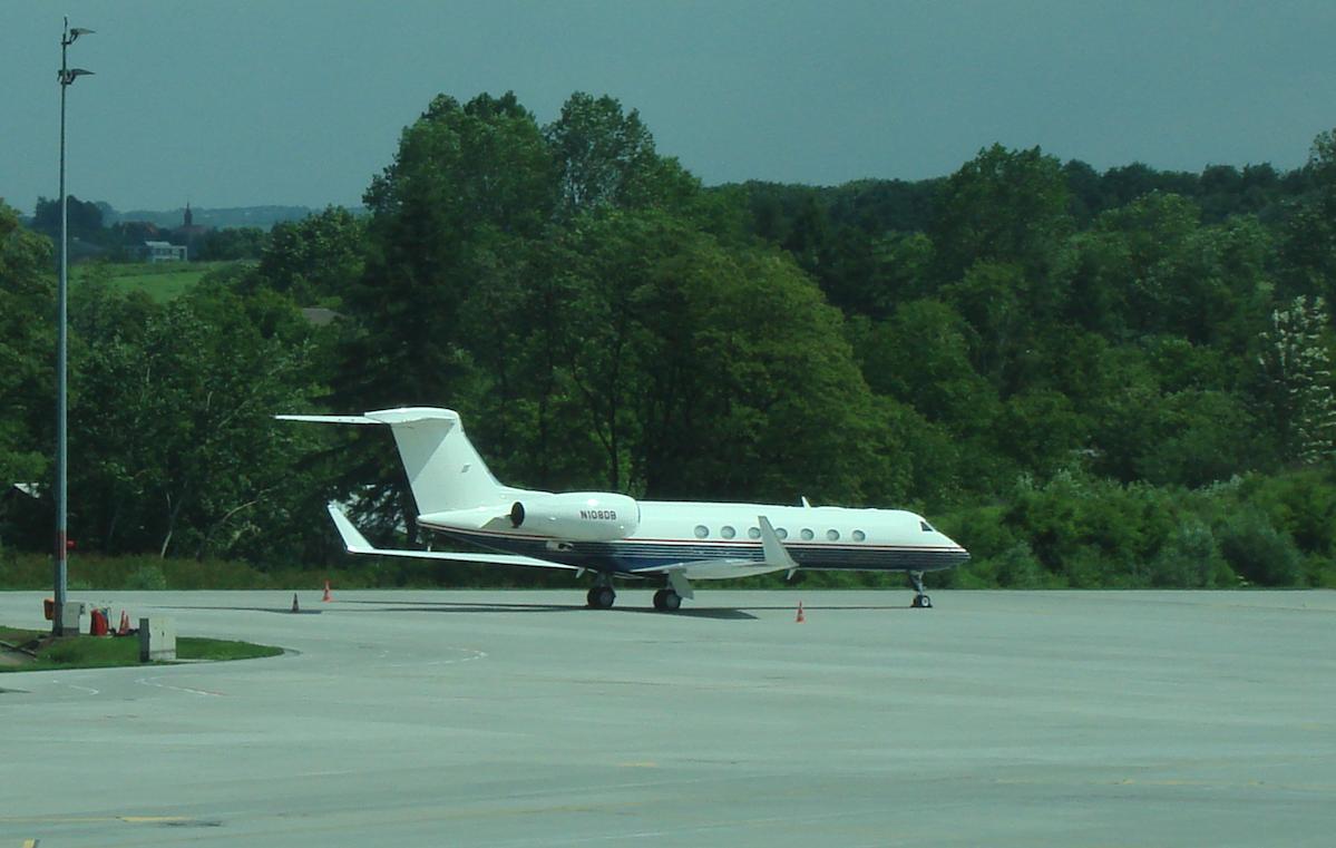 Gulfstream G.650 rejestracja N108DB na Lotnisku Balice. 2009 rok. Zdjęcie Karol Placha Hetman