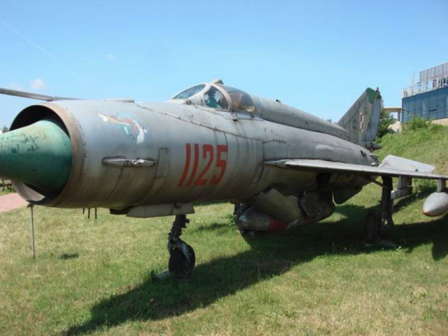 MiG-21 R nb 1125. Na kadłubie godło 1 Eskadry 32 Pułku. Czyżyny 2007 rok. Zdjęcie Karol Placha Hetman