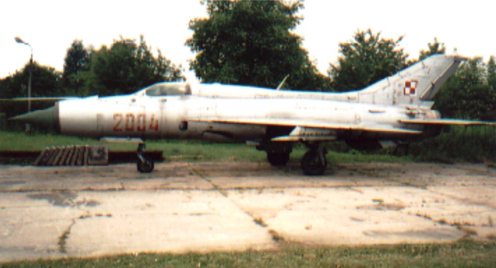 MiG-21 PF nr 762004 nb 2004. Czyżyny 2002 rok. Zdjęcie Karol Placha Hetman
