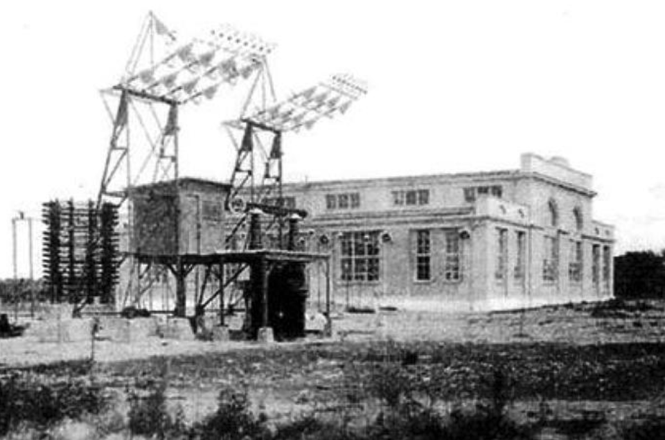 Radiostacja. Budynek nadajnika. 1935 rok. Zdjęcie LAC