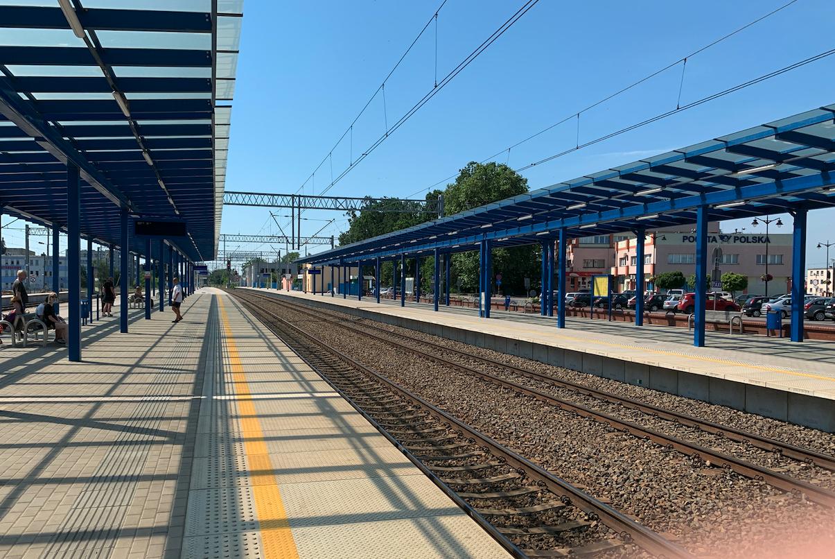 Leszno dworzec. Peron 2 i 1. 2021 rok. Zdjęcie Karol Placha Hetman