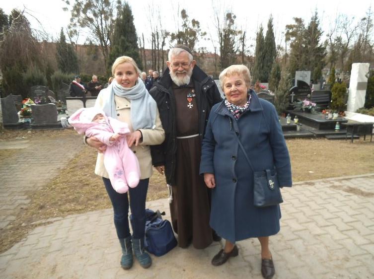 Od prawej siostrzenica płk Orlińskiego i Ojciec Dominik Orczykowski