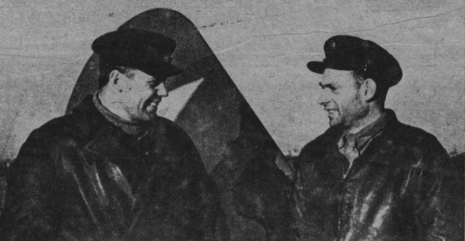 Lejtnant pilot Wasyl Gaszyn i lejtnant pilot Włodzimierz Bojew. 1943 rok. Zdjęcie LAC