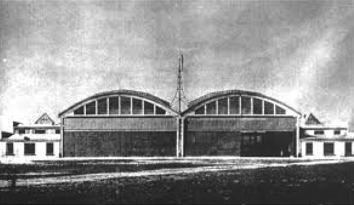 Hangary Inżyniera Tadeusza Obmińskiego. Widok od frontu. Zdjęcie LAC