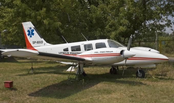 M-20 SP-MXB jako pomnik przy wjeździe na Lotnisko Bemowo. 2009r.