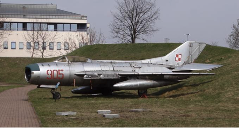 Ten sam samolot, MiG-19 nb 905. Czyżyny. 2012 rok. Zdjęcie Karol Placha Hetman