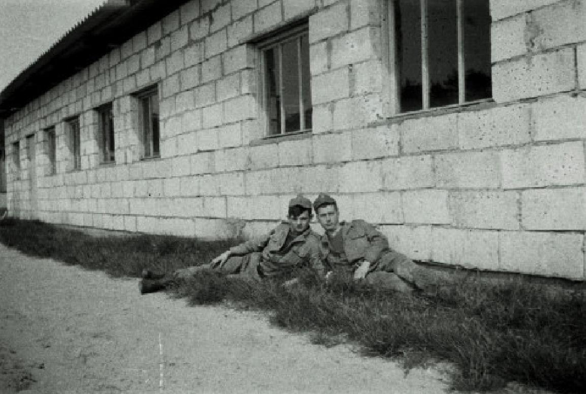 Budynek, który podczas przebazowania 62. Pułku służył jako stołówka i kasyno. Zwykle stał pusty. 1974 rok. Zdjęcie Wojciech Zieliński