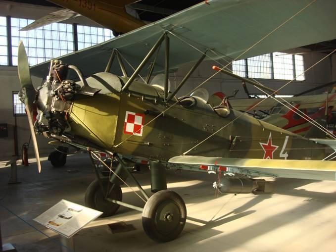 Samolot Po-2 w Czyżynach. Takie samoloty używano w SPLTr. 2009r.
