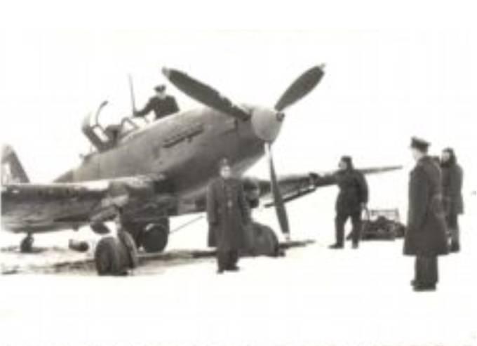 Samolot Ił-10 nb 13 na Lotnisku Mirosławiec i ostatnie jego chwile. W dniu 8.11.1960 r. przystąpiono do rozbiórki ostatnich maszyn. Przed demontażem wykonywano ostatnią próbę silnika. Po raz ostatni fachowych wskazówek do przeprowadzenia rozbiórki udzielił st. inżynier pułku kpt. Miller. Ostatni rozruch silnika wykonał ppor. Gostyński. 1960r.