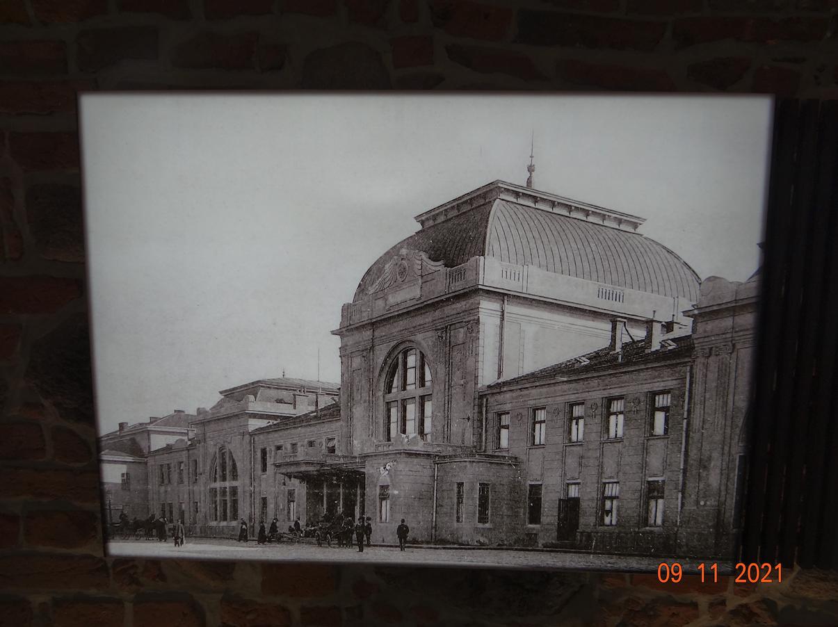 Dworzec kolejowy Tarnów. Około 1910 roku. Zdjęcie Muzeum w Tarnowie
