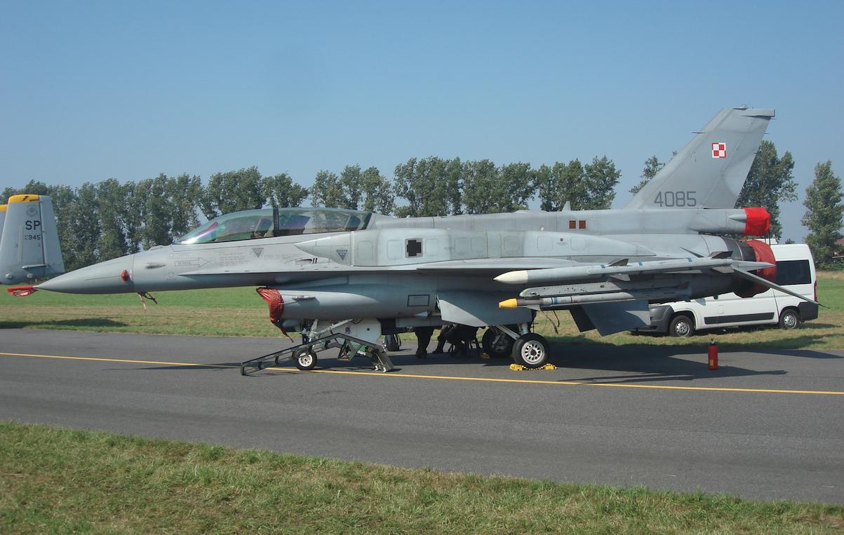 F-16 D nb 4085. 2011 year. Photo by Karol Placha Hetman