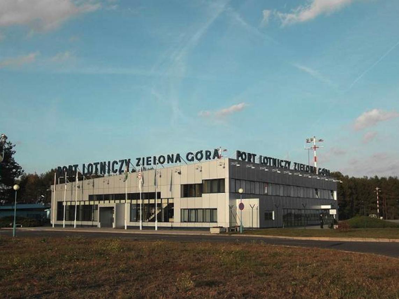 Lotnisko Babimost. Terminal. 2009 rok. Zdjęcie LAC