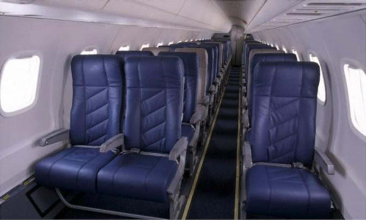 Wąska kabina Embraer ERJ 145. 2003 rok. Zdjęcie LAC