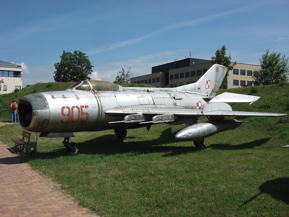 MiG-19 PM nb 905. Czyżyny 2007 rok. Zdjęcie Karol Placha Hetman