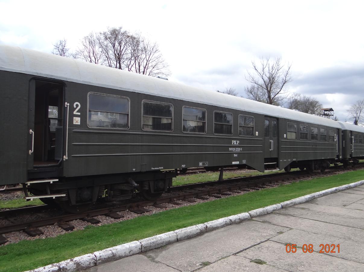 """Wagon osobowy klasy 2 serii 101A, zwany """"Ryflak"""". 2021 rok. Zdjęcie Karol Placha Hetman"""