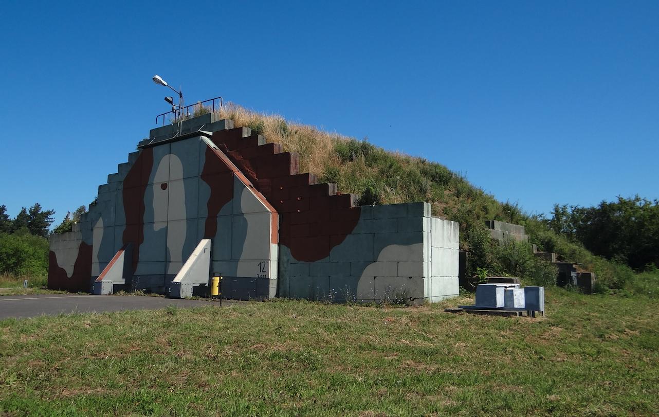 Schrono-hangar na Lotnisku Babie Doły. 2014 rok. Zdjęcie Karol Placha Hetman