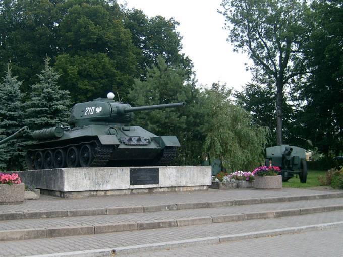 Pomnik-czołg. 2008r.
