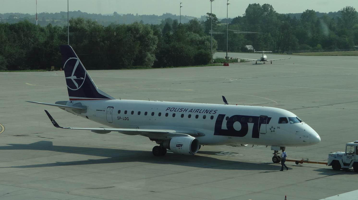 Embraer E-170 STD SP-LDG. 2012 rok. Zdjęcie Karol Placha Hetman
