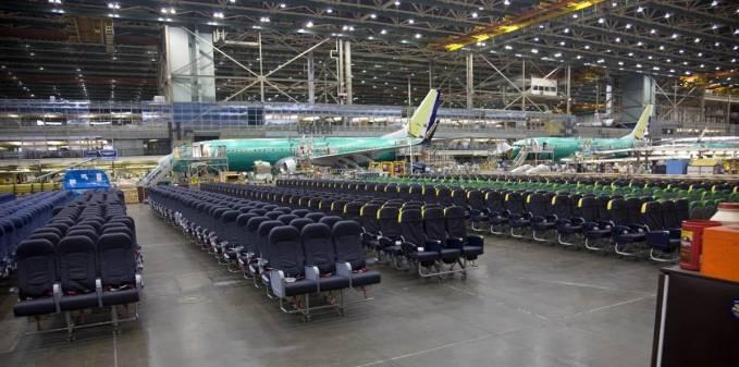 Fotele pasażerskie dla kilku samolotów. Renton 2011r.