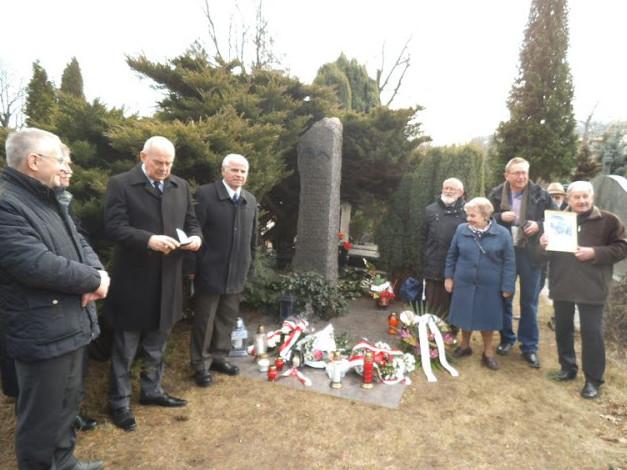Przy grobie płk Orlińskiego